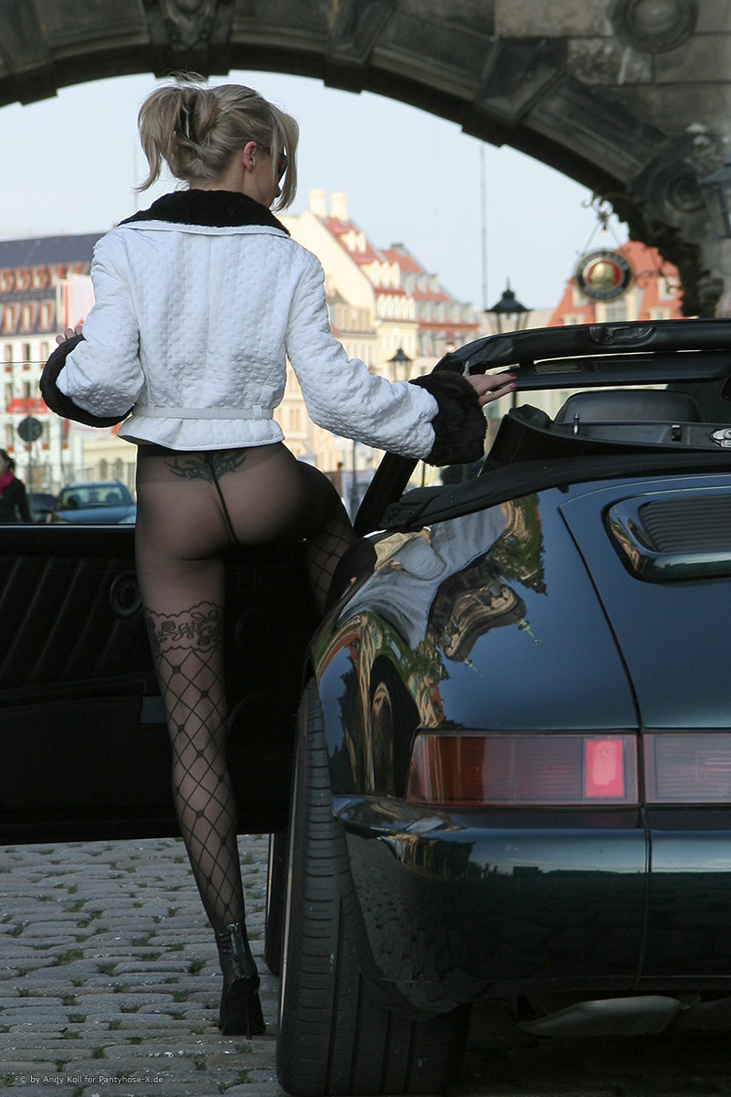 Car girl and Porsche 911