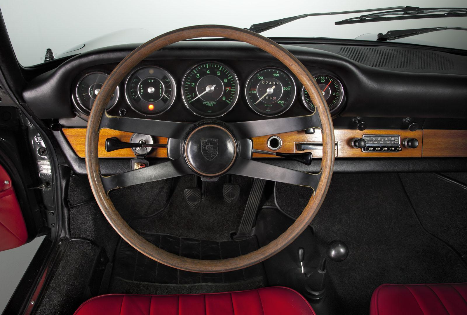 the-50th-anniversary-of-the-porsche-911-interior