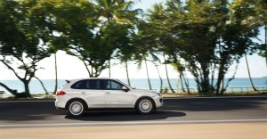 Sand White Porsche Cayenne S Hybrid 2011 3000x1560 wallpaper Side view