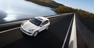 Sand White Porsche Cayenne S Hybrid 2011 3000x1560 wallpaper Front angle top view