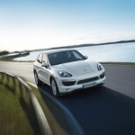 Sand White Porsche Cayenne S Hybrid 2011 3000x1560 wallpaper Front angle view