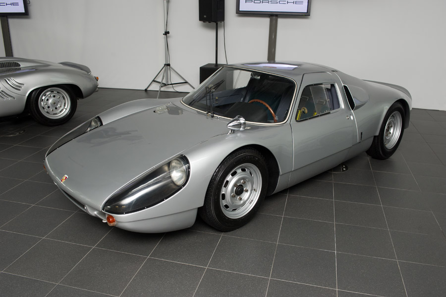 Porsche 904 in Moscow Side angle view