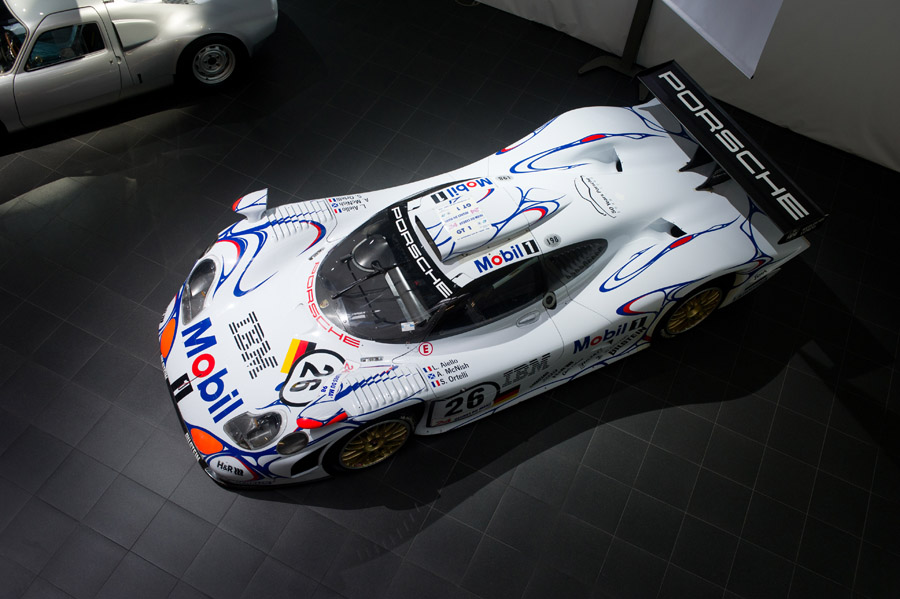 Porsche 911 GT1-98 in Moscow Top view