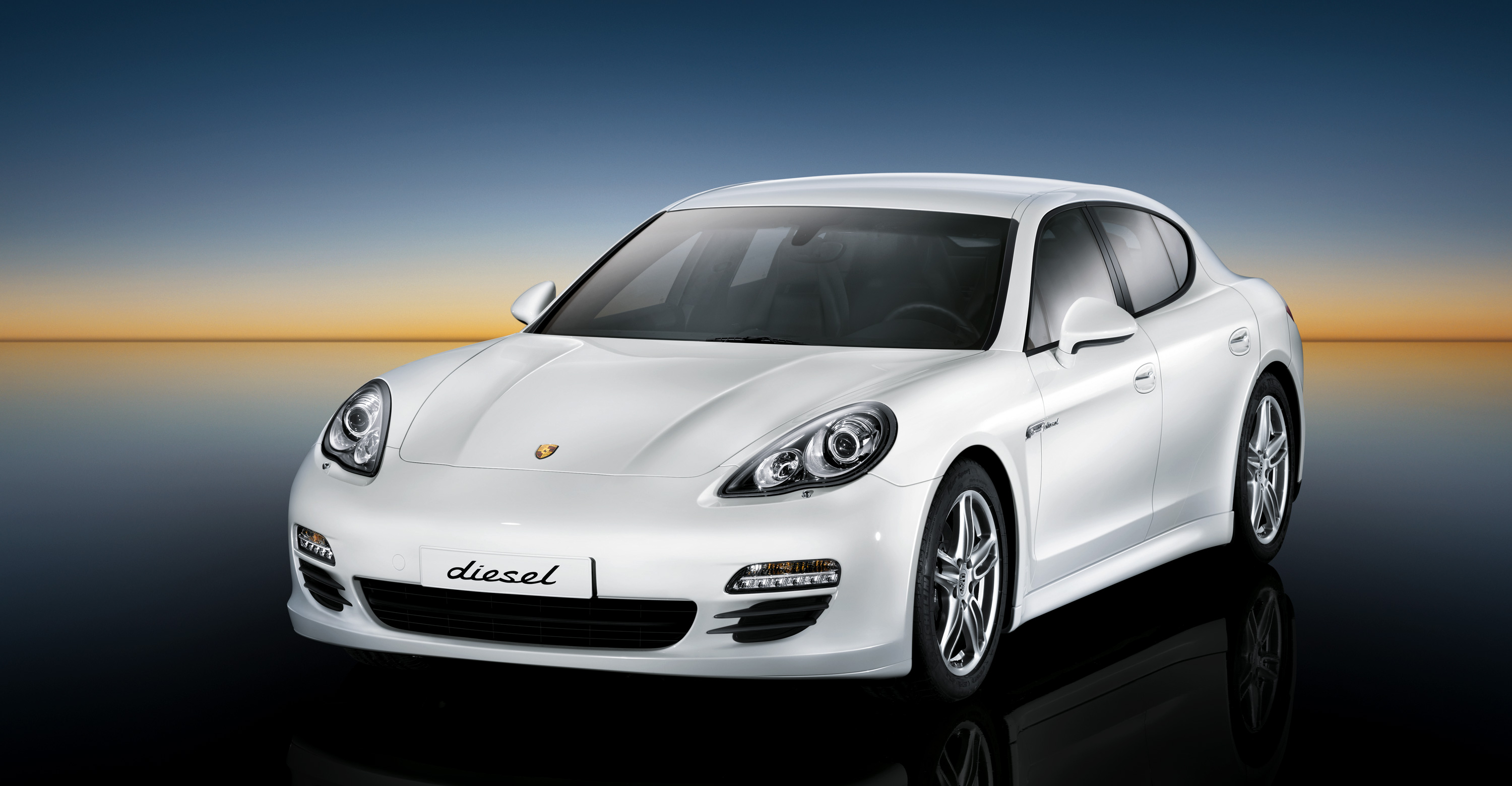 2011 White Porsche Panamera Diesel wallpapers
