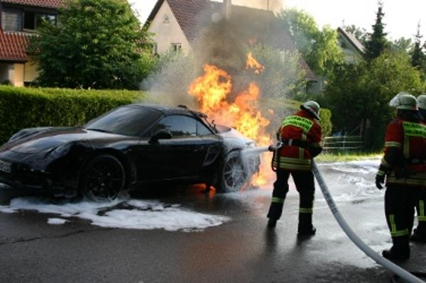 New Porsche 911 (Porsche 991) burns during a test drive (Porsche Spy shots)_001