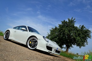 Porsche 911 Sport Classic 2011 Front angle side view