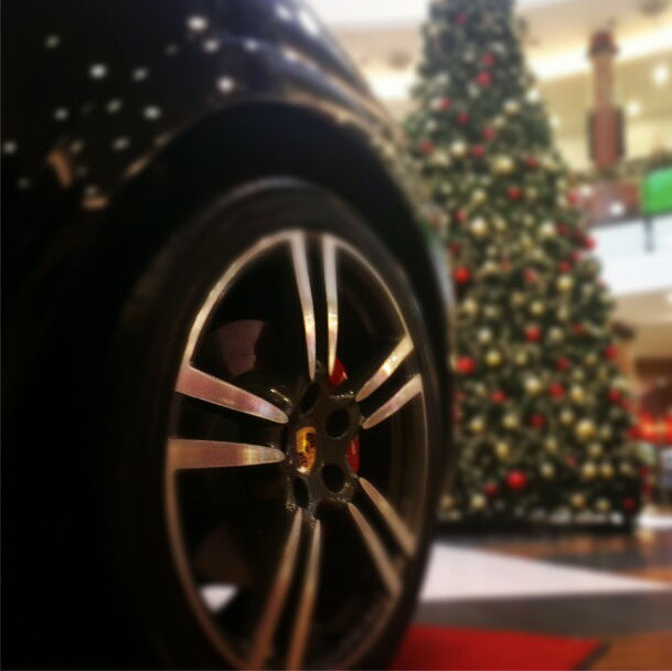 Porsche Cayenne at Christmas tree
